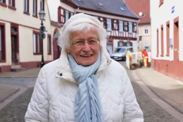 從政永不嫌晚!反脫歐、愛游泳……德國百歲阿嬤最高票當選地方議員 政見:增進兒童與青少年福祉