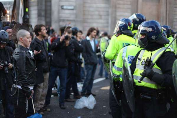 「你想看死人嗎?」德國交警隊長怒斥吃瓜群眾,影片上網被推爆