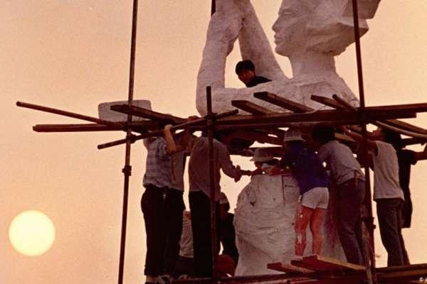 長平觀察》我們參與了改變世界,但世界沒有幫助我們改變中國……天安門事件30年,一個花襯衫男孩的回憶