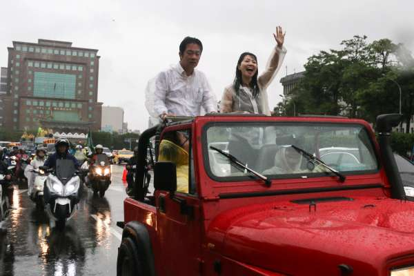 「壯大台灣」車隊掃街抵凱道 賴清德風雨中致詞:承擔就是喜悅