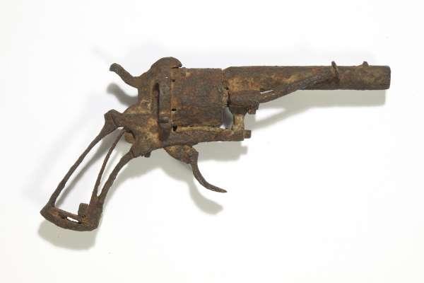 「藝術史上最知名的武器」落鎚!梵谷自殺的左輪手槍售出 580萬賣給民間收藏家