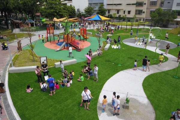 和平公園共融式遊戲場 潘孟安領社區民眾搶先體驗