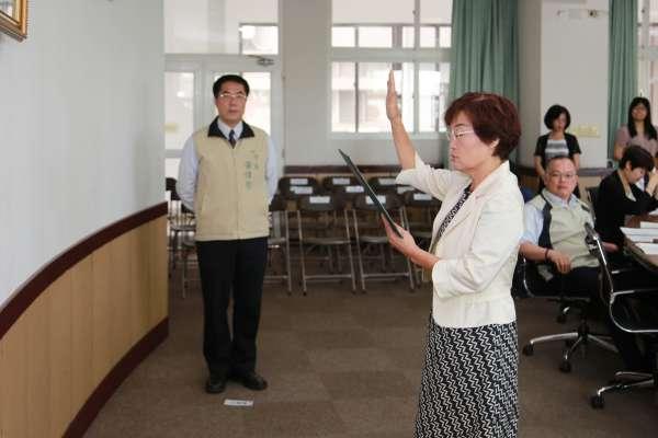 南市府經展局長郭阿梅宣誓就職