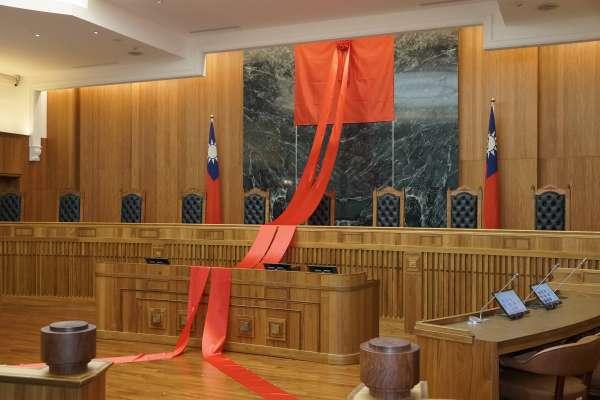 鄧湘全觀點:商業事件審理限制律師費,為何引爆律師界眾怒?