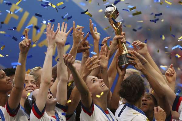 足球》踢開不平等對抗雙重標準 勇敢做自己的美國女足世界盃二連霸