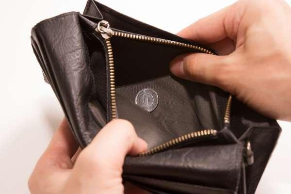 老爸欠一堆賭債,威脅不幫他還就要去死…呂秋遠開導無奈兒女:你到最後就是一台壞掉的ATM