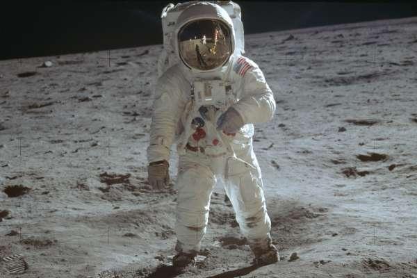 阿波羅登月50周年》為何大家都想重返月球?《紐時》:月球蘊藏資源與商機,各國紛紛展開太空競賽!