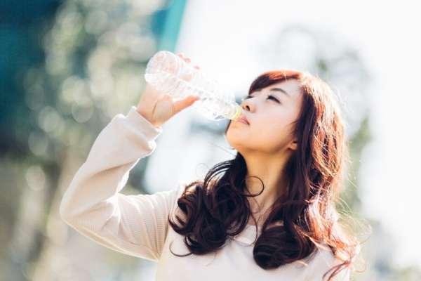 你真的懂怎麼喝水嗎?專家道出台灣人最常見喝水盲點,喝錯可能會沒命…