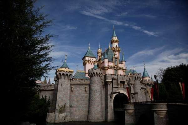 是抗議還是無力?迪士尼虧損近35億美元、裁員2.8萬人代表著什麼?