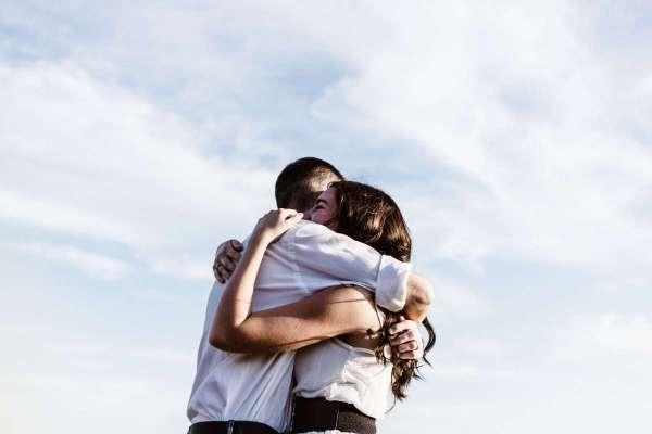 婚姻裡的情緒,是一場蝴蝶效應:一句無心發洩,恐讓有愛婚姻淪為無愛悲劇