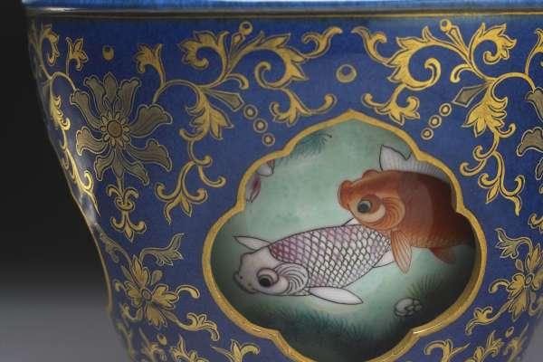 故宮南院隆重推出「泥土的座標—院藏陶瓷展」 讓乾隆皇帝的最愛-轉心瓶 如走馬燈「動起來」