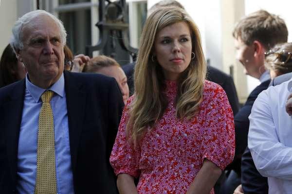 曾與首相男友大吵驚動鄰居報警,31歲的她會成為唐寧街10號新任女主人嗎? 認識英國「第一女友」塞蒙茲