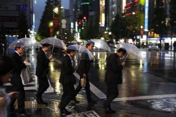 尋短前還在電話裡哭訴「工作根本做不完」:日本又傳過勞自殺,26歲公務員走上絕路