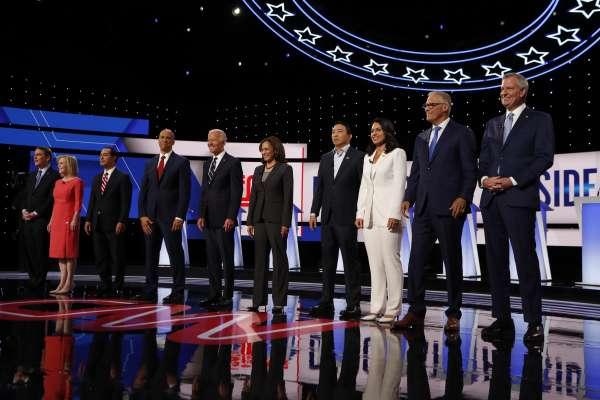 20人大亂鬥!美國民主黨第二回初選辯論落幕,《華郵》盤點眾人表現:台灣之子表現亮眼,全民健保成箭靶