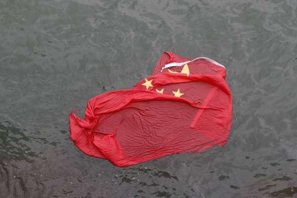中國式「愛國運動」:智利台商挺香港反送中 五毛竟在店門口撒尿鬧場!我外交部強烈譴責