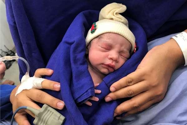 擔心更年期症候群嗎?40歲之後才想生兒育女?英國新療程:30分鐘手術可延後更年期20年 !