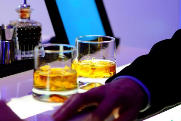 威士忌玩家的主流風味!泥煤酒廠大幅佔據拍賣排行榜,煙燻風味讓行家愛不釋手