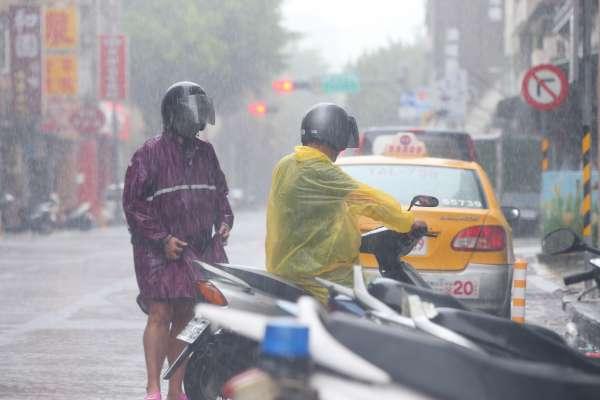 強風、雷電交加!全台16縣市豪大雨特報,這些地區慎防淹水