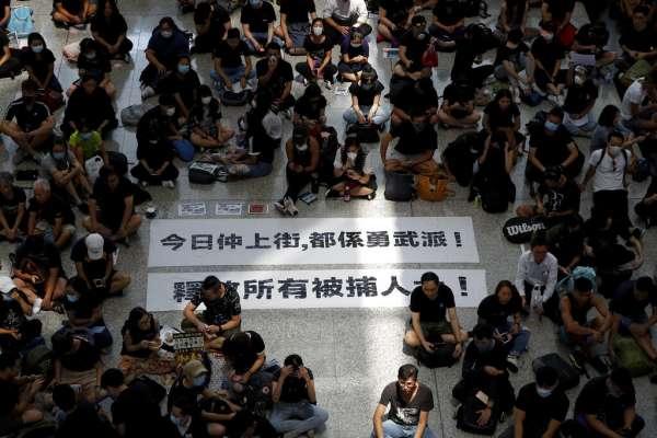 「反送中」示威癱瘓香港機場 13日上午8時前暫停亞洲抵港航班降落