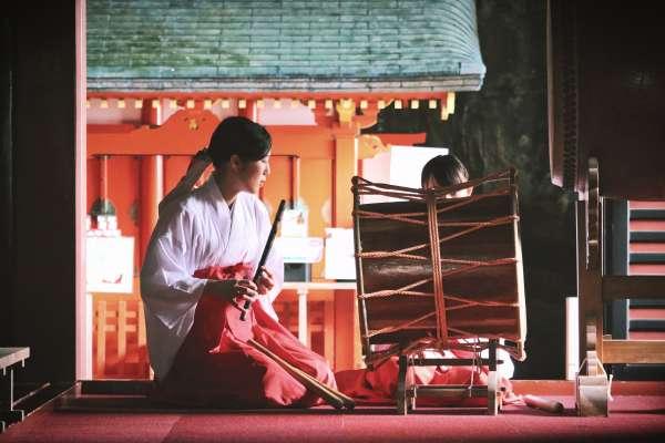 為什麼電車車廂常充滿除毛廣告?內衣褲總要晾在室內?揭日本女性文化的十一個潛規則