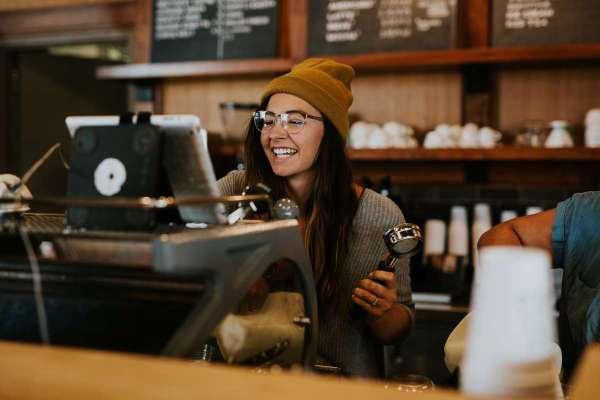深入敵營、成立「幫派」,他探查一千家咖啡館,用FBI辦案精神打造矽谷最紅咖啡廳
