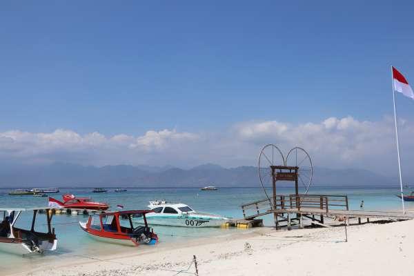 強震毀掉全島建築,一年之內就重生的度假天堂:印尼吉利群島