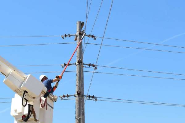 除了自備環保餐具,還能為環境做什麼?他們想出這個辦法,省電費挺綠能,從此不再害怕停電