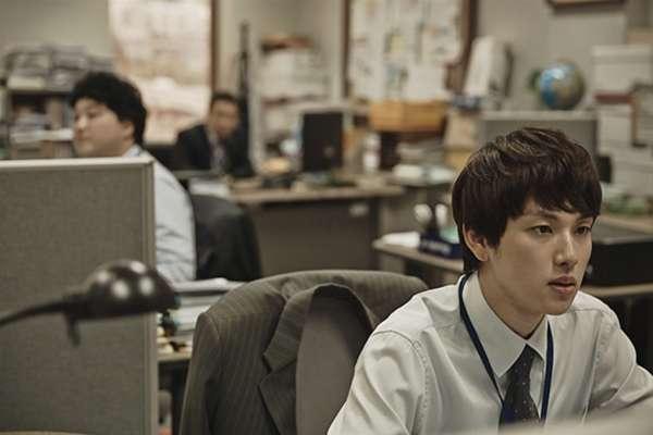 一年工作超過2000小時,南韓上班族月花4千塊布置辦公桌紓壓