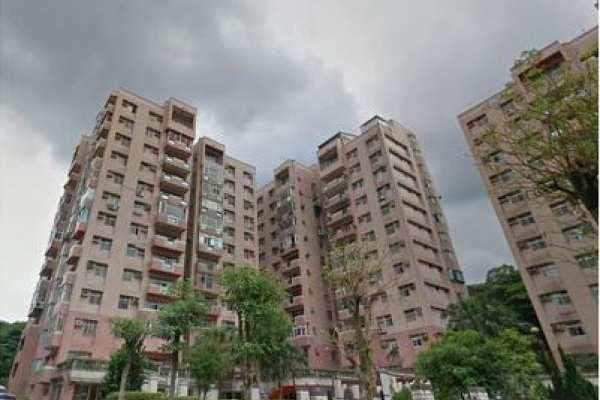 實價登錄》鄰近2個捷運站,又有河濱公園,為什麼新店公寓還是跌價?