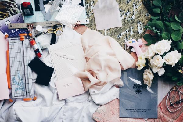 就算穿上美衣,你也不會變成時裝女星…專家:別再刷卡「買理想」,真正需要的東西會讓你成長