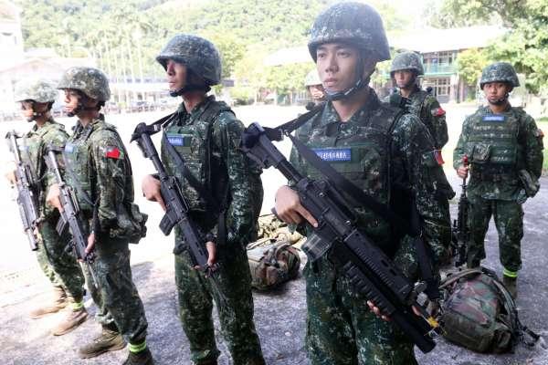 效仿美「綠扁帽」特戰分遣隊!前管、前觀、爆破、狙擊、救護、通信全包 6人特戰小組行軍中演練