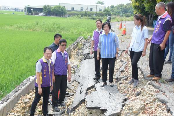 修復崩塌路堤 彰縣府補助修復陝西村八堡第一東圳旁堤岸道路