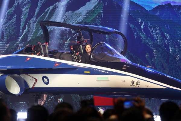 新式高教機「勇鷹號」首架原型機出廠!蔡英文:證明我國航太有「3大進步」