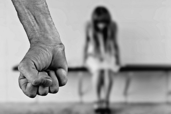 為什麼做錯事的是別人,卻是我被懲罰...安置少女被性侵、被家暴卻被「關進」庇護所,社工揭露這些少女的真實心聲
