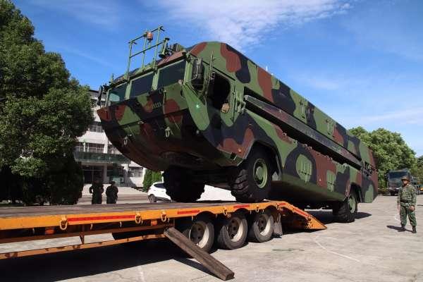 南方澳跨海大橋坍塌》國軍全力投入救災 具泛水能力的浮橋車來了!
