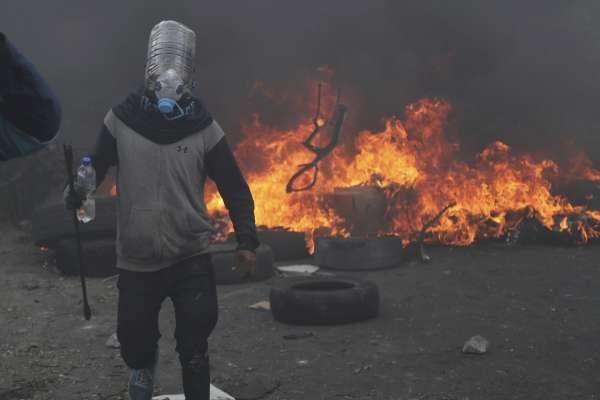 財政措施引爆流血衝突》厄瓜多全國進入緊急狀態 原住民族團體痛批「國家暴力」