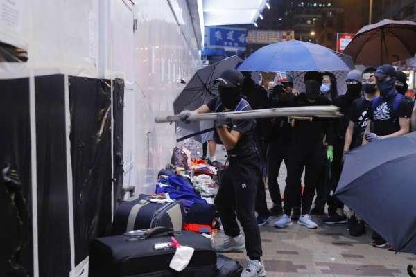 土製炸彈、利刃割頸...香港「反送中」暴力升級,港警:行為越來越邪惡,似乎是要警察的命