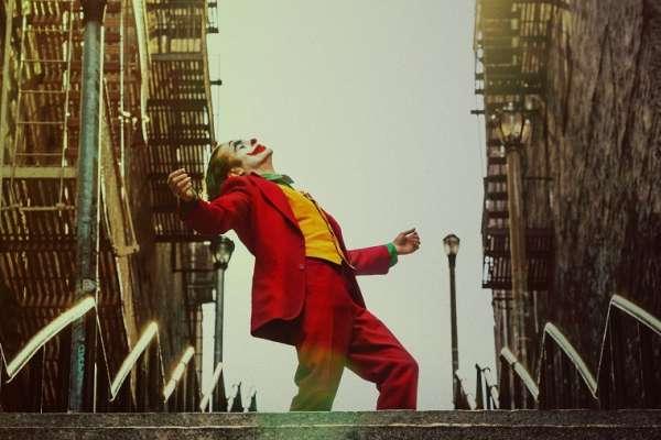 《小丑》為何如此震撼人心?從場景、服裝到妝容設計都走這種風格,就能營造超強沉浸感