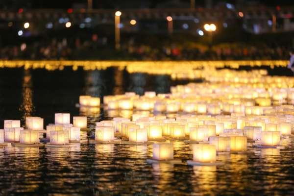 秋天的蘆洲,為何出現古代「江燈萬盞」盛況?祈福燈會來自日本,滿滿祝福將遍佈河面