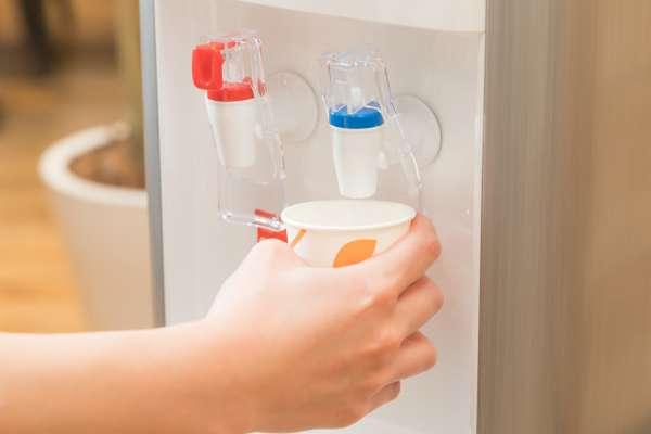 早上起來就喝一大杯水、吃太多高纖食物…五個看似健康的習慣,反而會讓你腸胃壞光光