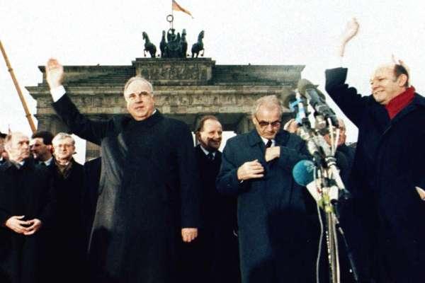 1989年柏林圍牆倒塌,為人類歷史開創波瀾壯闊的新局!