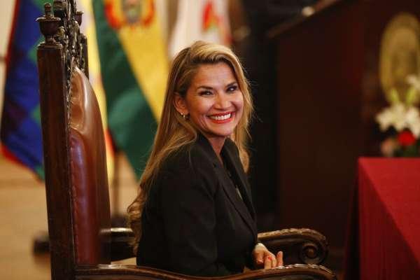 玻利維亞動盪》第二位女臨時總統上任!落跑到墨西哥的前總統:這是政變,會回去平亂