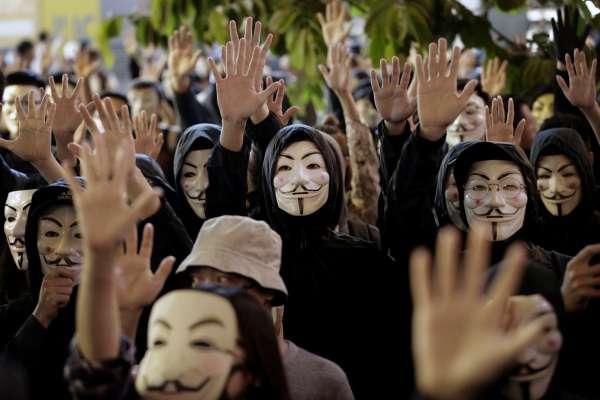 華爾街日報》「你不必獨自面對」香港示威背後的隱密支持網