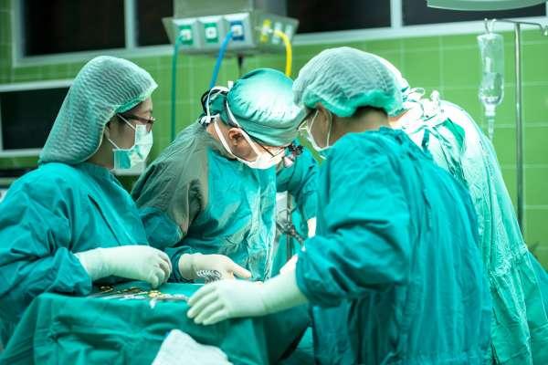 誰來幫我開刀?會使用哪種麻醉方式?動手術前,你一定要問清楚這些事