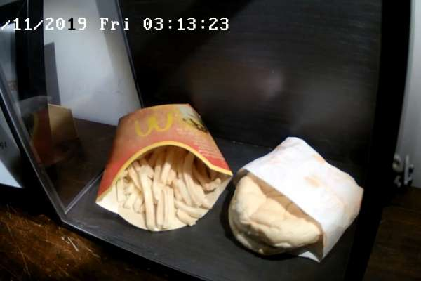 你敢吃嗎?25年的四盎司牛肉堡、43年的海綿蛋糕…盤點全球「食物木乃伊」驚人現狀大公開!