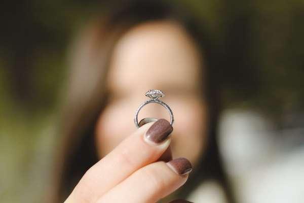 跟男友交往七年,大家都在問什麼時候結婚,該怎麼辦?呂秋遠:趕著結婚以後就會趕著離婚