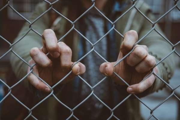 親眼見到受刑人在監獄裡打混度日全無悔意,司法真的有用嗎?一名實習監獄管理員實習45天後的自白