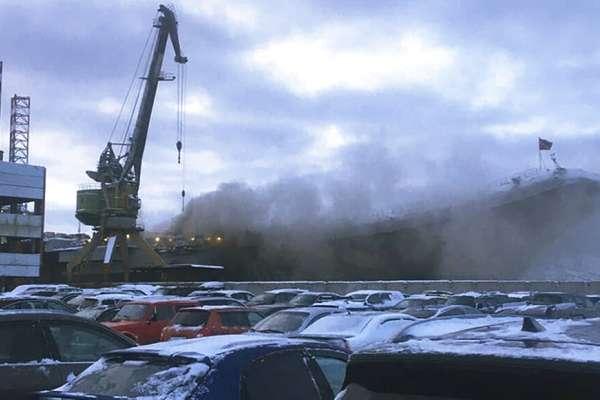 明明沒打仗,俄國唯一航空母艦卻「滿身是傷」:庫茲涅佐夫號去年被起重機砸壞甲板,今年焊接起火釀1死1失蹤