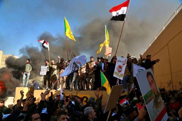 伊拉克千名群眾攻進美國大使館,美軍發射催淚彈、鳴槍警告!美駐伊拉克大使已撤離