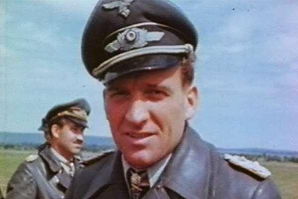 成績吊車尾、任務全出包!二戰德最廢飛官竟開笨重轟炸機擊毀500輛坦克,獲希特勒頒無上殊榮